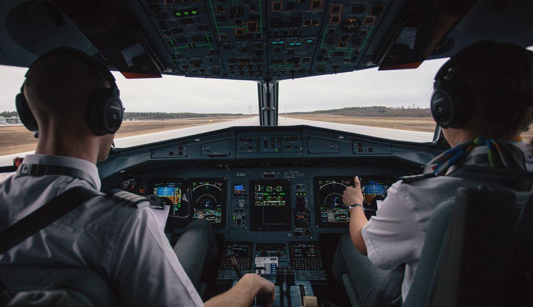 世界中でパイロット不足が深刻化…飛行機で自由に旅行できない日がくる ...